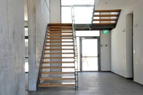 הייטק מקבילים / מדרגות לחלל ציבורי