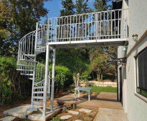 לוליני בוקסה חלקה בשילוב עם גשר / מדרגות חיצוניות