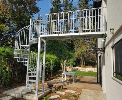 מדרגות חוץ / דגם בוקסה חלקה / גשר