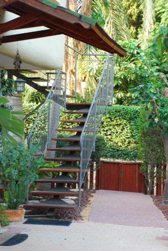 מדרגות חיצוניות / דגם רותם / עץ איפאה