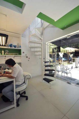 מדרגות לוליניות לחנות בתל אביב / דגם בוקסה חלקה