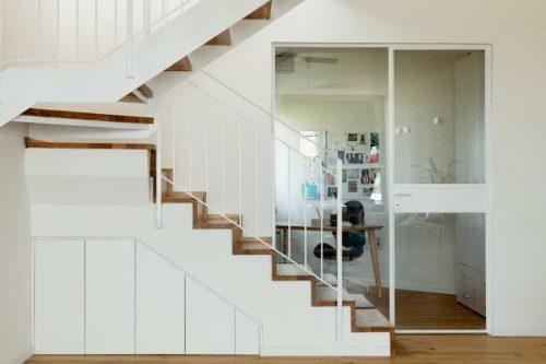 מדרגות משולבות \ מהלך רישון חיפוי עץ מהלך שיני מדרגות קלות \ מעצבת טלי ג'רסי \ צלם גדעון לוין
