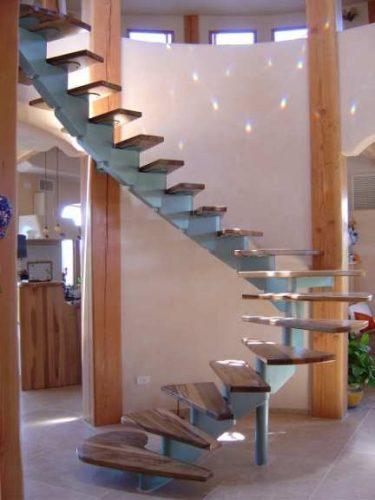 מדרגות סיבוביות / דגם ארז