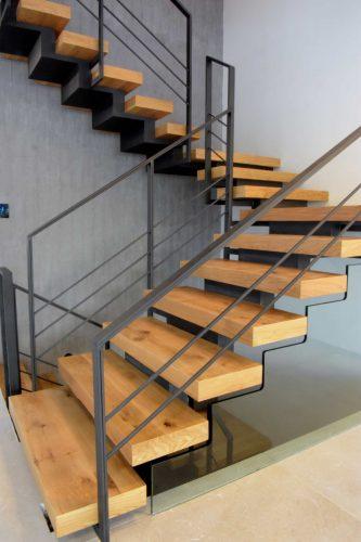 מעקה זכוכית חיתוך לייזר CNC בצורת המדרגות להגנת פתח