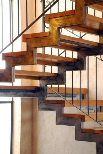שלד שתי קורות מדורגות / עץ אלון _ מבנה עץ שלח + חצי רום - עץ יושב על גבי הקורות