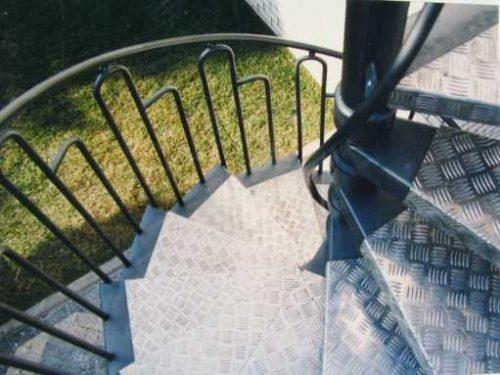 מדרגות חיצוניות / מדרך: אלומיניום