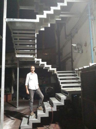 מדרגות חירום / לקראת סיום 3 קומות