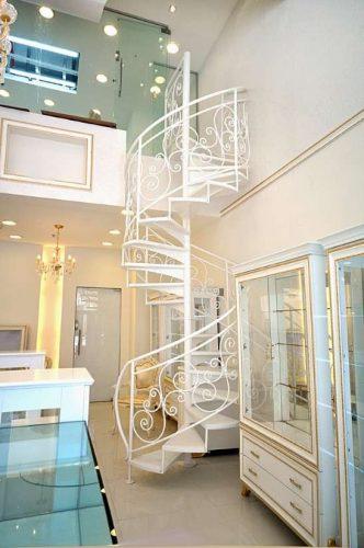 מדרגות לוליניות דגם וואלרי / מדרך: עץ אלון מולבן / מעקה דגם S איטלקי