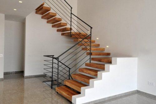 מדרגות מרחפות / עץ אלון / מעקה אופקי 5 מוטות