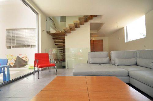 מדרגות מרחפות / עץ אגוז אפריקאי