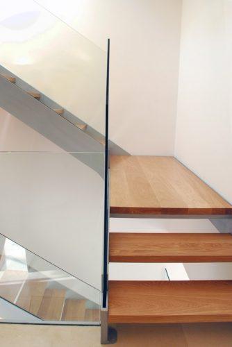 זכוכית שתולה בשלד הייטק מקבילים כפול דופן