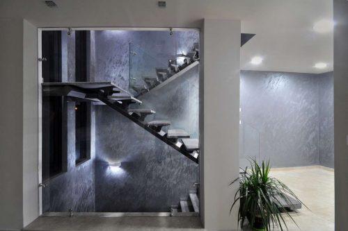 קיר זכוכית מרצפה לתקרה
