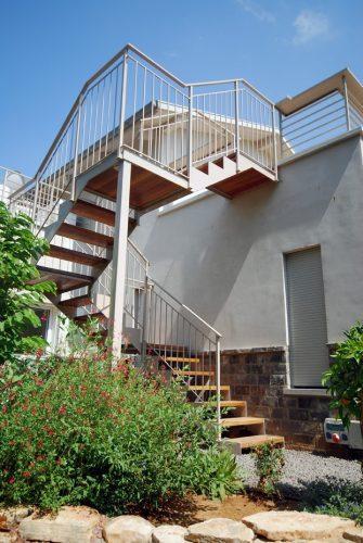 דגם הייטק קלאסי / מדרגות חיצוניות