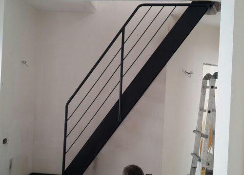 דגם סיפון / מדרגות לפתח קטן במיוחד
