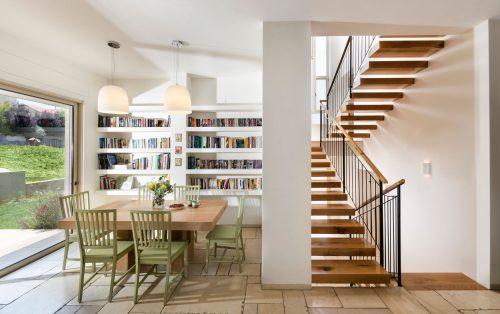 מדרגות מרחפות / בשילוב מעקה בטיחותי תיקני