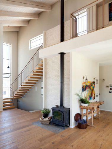 מדרגות צפות / אלמנט שלדה שטוחה