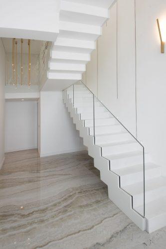 מדרגות בטון - חיפוי מתכת