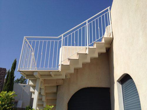 מדרגות חוץ / מדרגות אבן