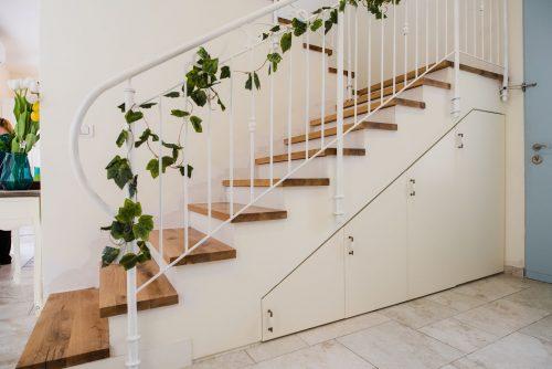 עץ אלון על גבי בטון ,המעצב: יורי נולמן - YUNU design / צלם: ראובן בן חיים - Reouven Photography