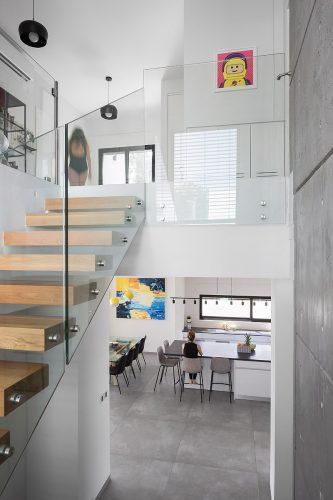 מדרגות מרחפות | אדריכלות פנים לימור בן הרוש | צילום שי אפשטיין