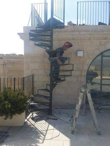 מדרגות חיצוניות בחיתוך לייזר / ירושלים