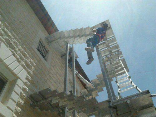 מדרגות חיצוניות / בעת התקנה