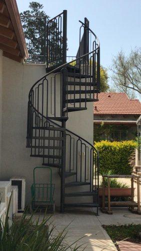 מדרגות לוליניות חיצוניות